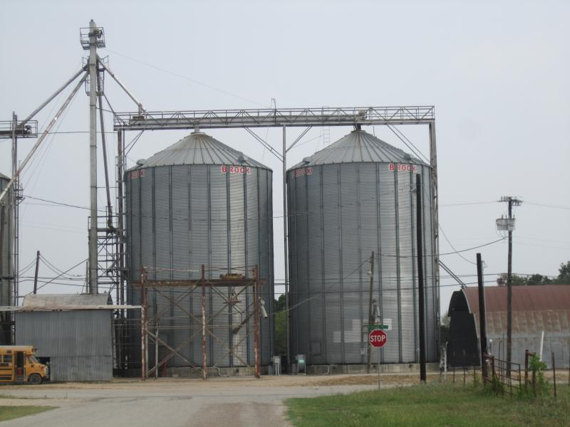 Silos in Thorndale, T X I M G 3040